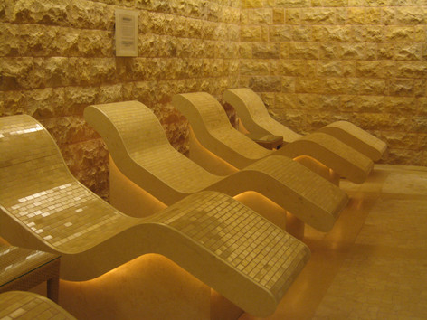 HEATED LOUNGERS