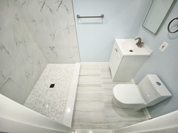 Spacious New Full Bathroom