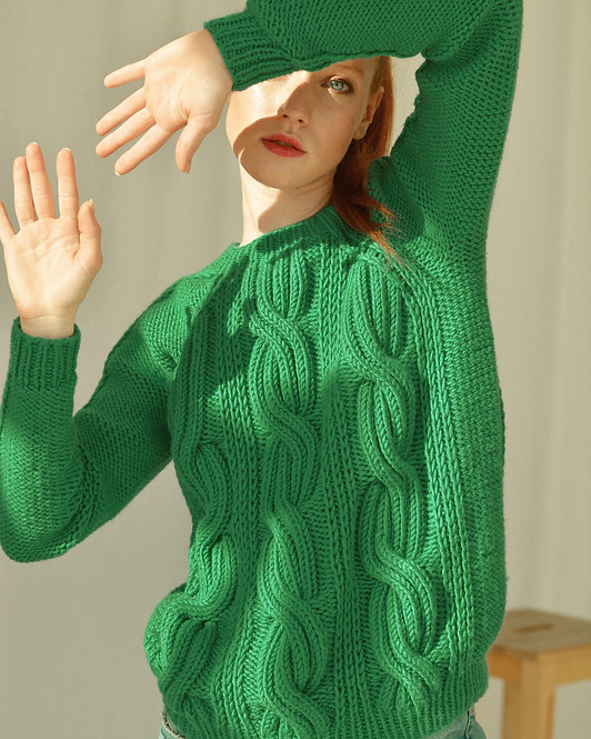 Seamless cable sweater - green