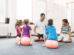 הפעלת פרויקטים חינוכיים לילדים ולבני נוער