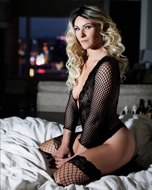 Need a Valentines gift_ Book a boudoir s
