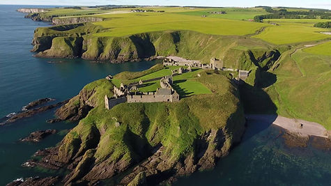 Замок Данноттар, Шотландия.jpg