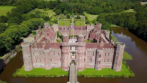 Замок Хёрстмонсо, Великобритания.jpg