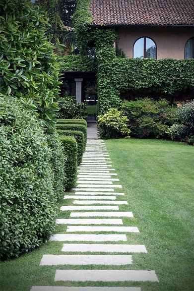 садовая дорожка из бетонных плит.jpg