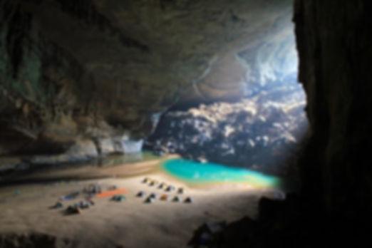 наибольшая пещера мира Шондонг.jpg
