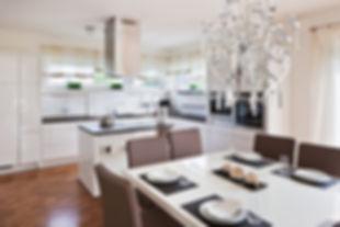 кухня в бежево-коричневой цвете.jpg