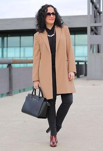 женщина в пальто.jpg