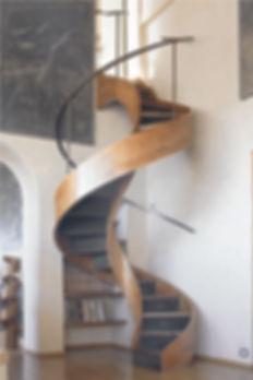 винтовая лестница в частном доме.jpg