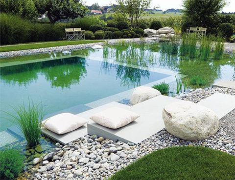 бассейн возле дома на даче.jpg