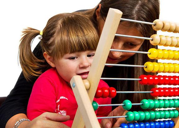 ребенок с мамой учатся считать.jpg