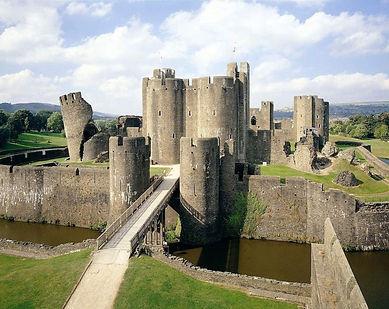 замок кайрфилли, уэльс.jpg