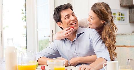 молодая пара на кухне.jpg