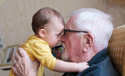 счастливый дед с внуком.jpeg
