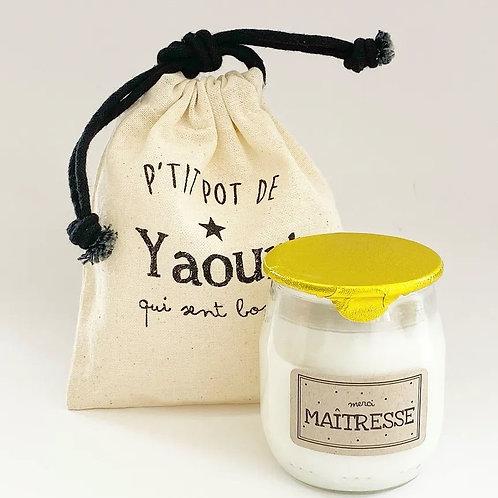 """Bougie P'tit pot de yaourt """"Maîtresse"""" Pistache-amande"""