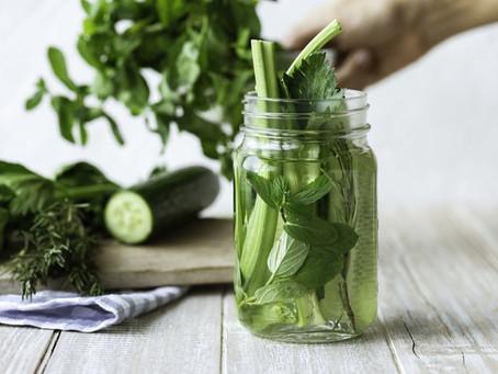 4大芹菜功效:降血壓、抗氧化 唐芹與西芹功效一樣嗎?附兩大芹菜食用禁忌