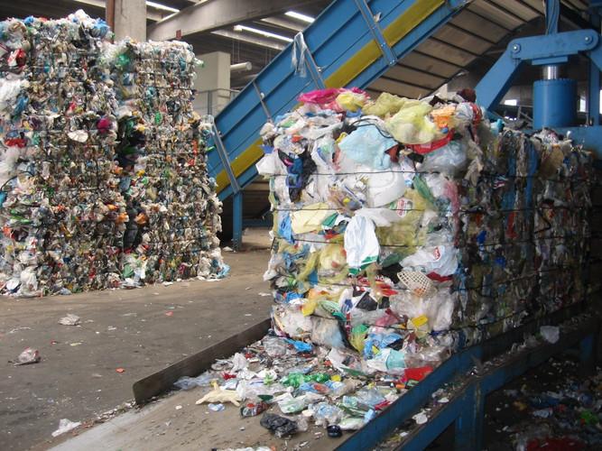 balle-rifiuti-plastica.jpg