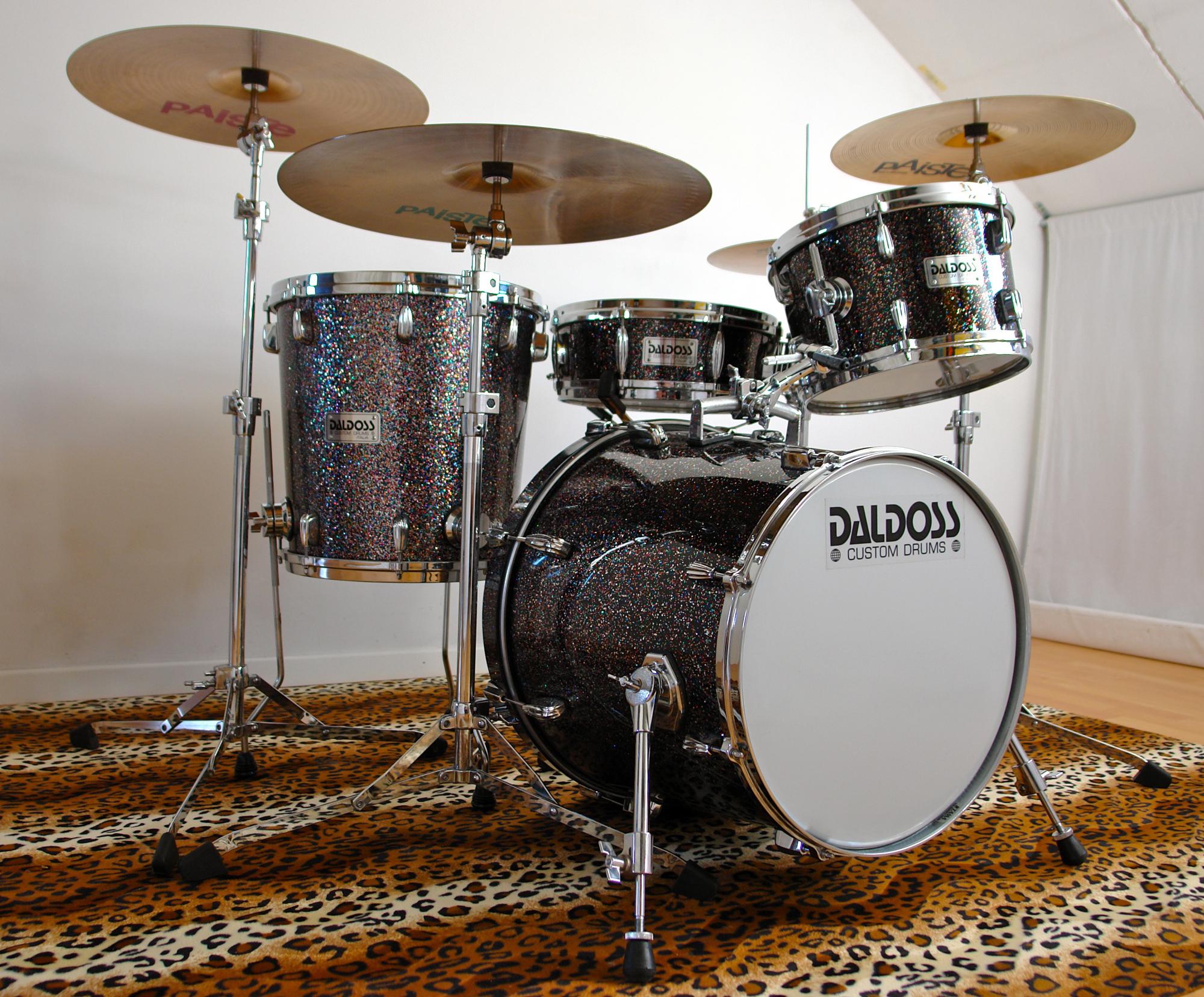 mardi_gras_CONICAL_drum_set_down_sito