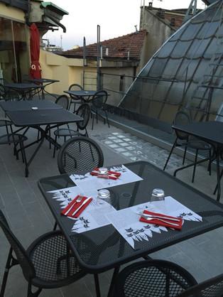 I-Dodici-Gatti-la-terrazza.jpeg