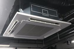 冷暖房空調完備