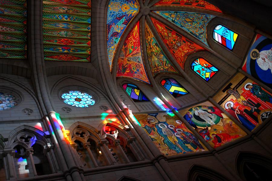 Catedral_de_Santa_Maria_la_Real_de_la_Almudena.jpg