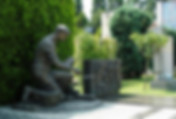 pamyatnik-so-skulpturoy-dlya-stroitelya.