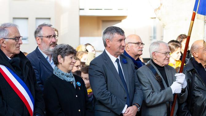 Commémoration de l'armistice du 11 novembre 1918 à Brignais en présence des classes de CM2