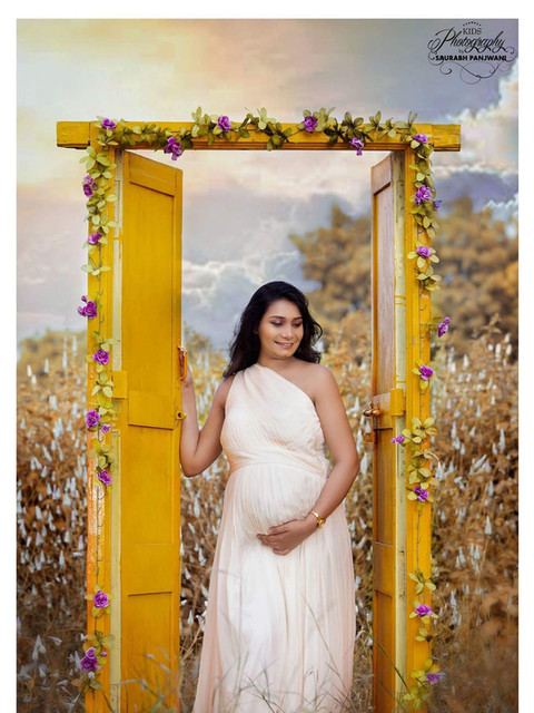 Maternity Shoot at the Garden