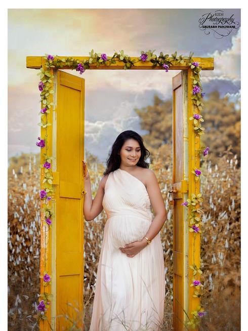 Maternity Shoot at the Garden