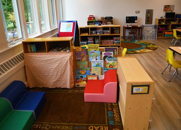 Yellow Room reading nook (4's Classroom)
