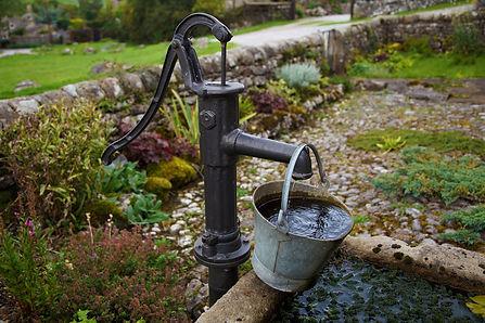 reinigen regenwaterput brugge regenwaterpomp kostprijs prijs Brugge loodgieter