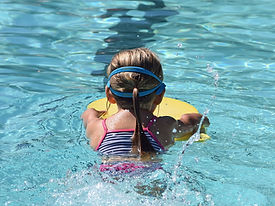 young-swimmer-2494904_1920.jpg