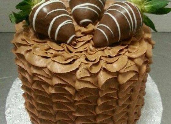 """Ruffle Cake w/ Chocolate Dipped Strawberries (6"""")"""