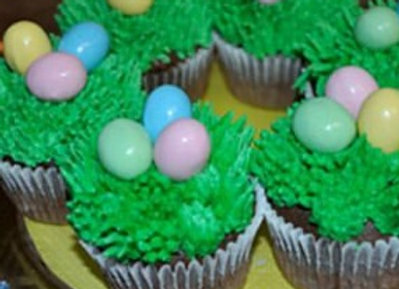 """""""Eggs in a Nest"""" Easter Cupcakes"""