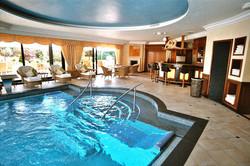 Pool mit Spa-Bereich
