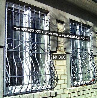 Дугообразные сварные металлические решетки с пузиком на окна.