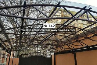 Арочный навес из монолитного поликарбоната вход во двор