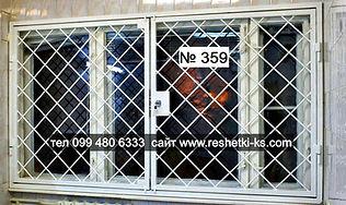 Раздвижная металлическая решетка на окно с замком