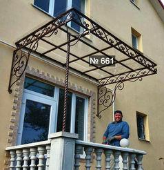 Козырьок для балкона из монолитного поликарбоната с каваными элементами