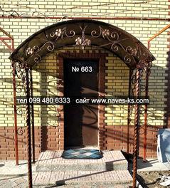 Кованный прозрачный козырьок со столбами над входной дверью
