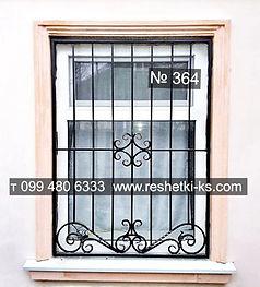 Прямая сварная металлическая решетка на окно чёрного цвета.