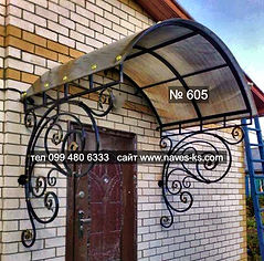 Кованый прозрачный козырьок из монолитного поликарбоната над входной дверью