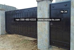 Откатные металлические ворота с калиткой рядом