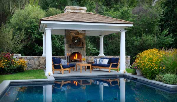 Outdoor Kitchens & Living Areas