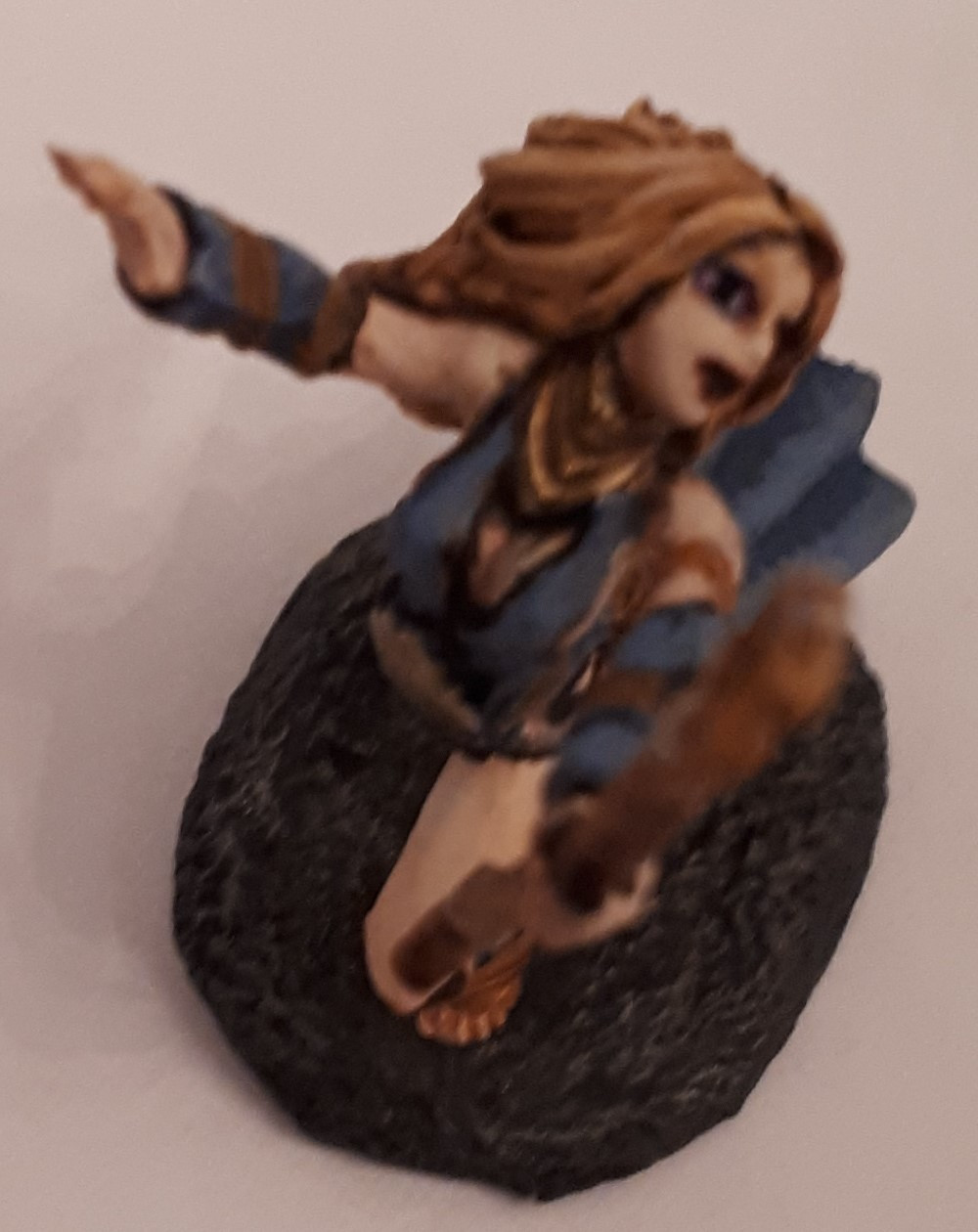 I hate how it's impossible to get the whole model in focus with that staff pointing towards the camera