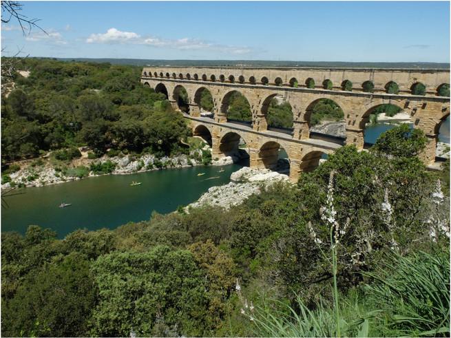 Le Pont du Gard  vu de la rive droite amont