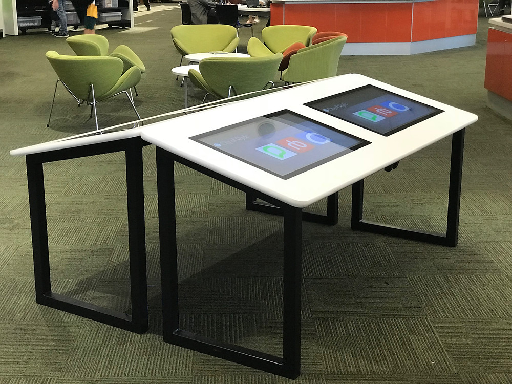 "32"" Interactive Table"