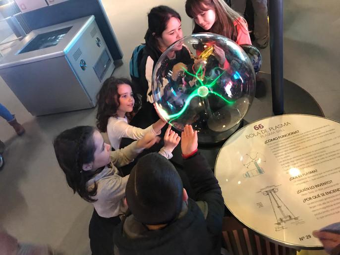 Alumnos del proyecto CRECE en el MUNCYT y en el Museo del Robot