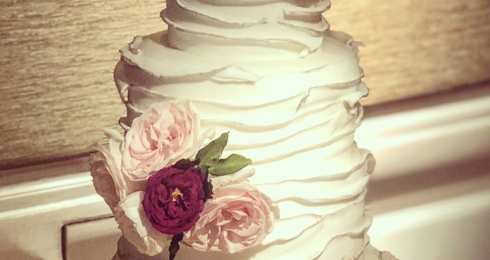 Rustic Wedding Cake with beautiful fresh flowers
