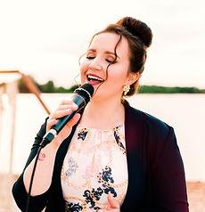 Sängerin Musikerin Michelle Seifert aus Hannover. Für Hochzeiten Geburtstage Taufen Firmenfeiern. Auch ideal als Geschenk oder Geschenkidee. Für ganz Niedersachsen.