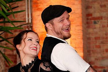 Sängerin Sänger Akustik Duo Hannover. Musiker mit zweistimmigen Gesang aus der Region Hannover für ganz Niedersachsen. Hochzeiten, Geburtstage, Firmenfeiern, egal was. Pop Schlager Charts Rock jedes Genre kann bedient werden. Michelle Seifert und Steven Screamz.